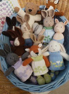 Inbasket - knitted - strikkede tøj dyr - ræv, bamse, kanin
