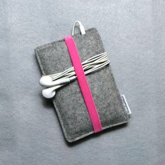 I should make some of these....wool felt iPod case