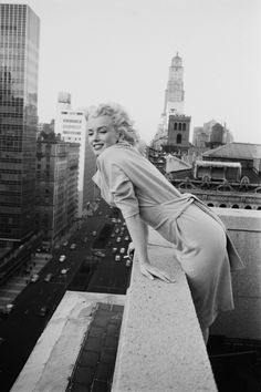 Hollywood made Marilyn Monroe a star, but it was also sucking her dry. At 28, she felt overworked, underpaid and underestimated. Dragged into one dumb-blonde movie after another, she popped pills t…