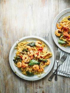 olive oils 20 minutes is all it takes to make this mean midweek pasta dish, flavoured with all the good things: white wine, butter, olive oil and prawns Prawn Recipes, Basil Recipes, Seafood Recipes, Cooking Recipes, Fish Recipes, Yummy Recipes, Recipies, Prawn Spaghetti, Prawn Pasta