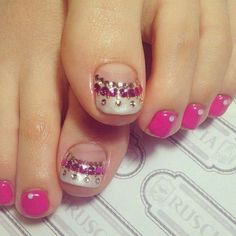 Toe nail art inspiration for your next look Pretty Pedicures, Pretty Toe Nails, Gorgeous Nails, Cute Pedicure Designs, Toenail Art Designs, Pedicure Nail Art, Toe Nail Art, French Pedicure, Nail Designs 2017