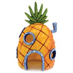 SpongeBob Pineapple: Spongebob Squarepants is a very popular underwater guy. Now you can enjoy Spongebob Squarepants pineapple house right in your aquarium! This Pineapple House has holes for fish to swim through and explore. Spongebob Fish Tank, Spongebob House, Nickelodeon Spongebob, Spongebob Crafts, Spongebob Halloween, Home Aquarium, Aquarium Fish, Aquarium Ideas, Aquarium Stand