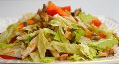 Сочетание винограда и обжаренных грецких орехов придает ему неповторимый вкус. Этот салат можно употреблять и как самостоятельное блюдо в повседневном меню. В соус для салата входит мед, который делает вкус заправки сбалансированным.