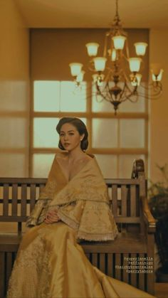 Philippines Fashion, Philippines Culture, Manila Philippines, Modern Filipiniana Gown, Filipiniana Wedding Theme, Filipino Culture, Filipino Art, Filipino Wedding, Filipino Fashion