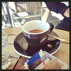 #italiancoffeesecret #piaschenk Heidi Valentin, Karlsruhe loves Espressp @ Bar Maria Forio d'Ischia Secret: Sophisticated, typical italian piazza-atmosfere, although sitting right in the center enjoying my espresso in peace