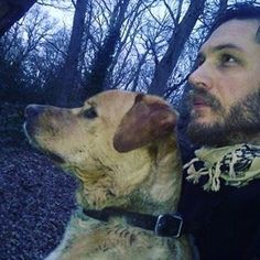 Stunningly beautiful pic of Tom & Woody, they even match as far as their neckwear. Tom's scarf mixes the color of Woody's fur & black collar. These 2 are inseparable so much so I see more pics of Tom & Woody then I do of Tom & Charlotte... I often wonder why he doesn't spend as much time with his other dog Cass? I've only ever seen them together few times & never on red carpets, movie sets or talk shows like Woody. Idk if it's bcuz he's a Pitbull & that stigma or maybe Cass is close…