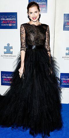 Look of the Day - December 3, 2013 - Allison Williams in Oscar de la Renta