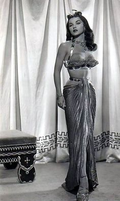 "Pin Up girl bombshell showgirl egyptian film costume wardrobe dramatic glamorous skirt balconette bra top Debra Paget in ""The Ten Commandments"" Old Hollywood Glamour, Golden Age Of Hollywood, Vintage Glamour, Hollywood Stars, Vintage Beauty, Classic Hollywood, Vintage Hollywood, Divas, Pin Up"
