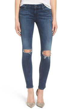 Definitely needing these perfectly distressed jeans for fall. Pair with a flannel and tee for an easy go-to ensemble.