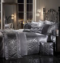 SPARKLE SEQUIN Luxury Diamante Bedding Bedroom Collection by Viceroybedding (Silver Grey Super king Duvet Cover Set Including Pair of P/Case): Amazon.co.uk: Kitchen & Home