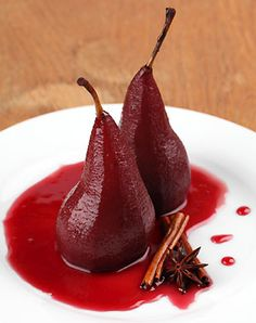 Pears, red wine and ice cream? Desserts don't come much better than this! This delectable recipe is cooked in a pressure cooker in just 20 mins. Pressure Cooker Recipes, Pressure Cooking, Pears In Red Wine, Donuts, Poached Pears, Wine Sauce, Mets, Vitis Vinifera, Sauce Recipes