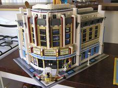 LEGO Ideas - Odeon Cinema modular by Teunis Lego Modular, Modular Homes, Lego Design, Modular Design, Lego City, Legos, Deco Cinema, Cinema Cinema, Lego Boards