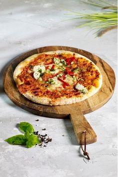 Buy Wooden Pizza Board from the Next UK online shop Cath Kidston, Comida Pizza, Plastic Wine Glasses, Pub Food, Furniture Repair, Glass Holders, Buy Kitchen, Side Plates, Cutlery Set