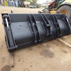 Cupa multifuncțională facilitează activitatea în spațiul restrâns sau accesibil dintr-o singură direcție, având posibilitatea de a aduna materialul în cupă, cu ajutorul clapetei. Telefon: 0754 390 689 Email: echipamenteutilaje@yahoo.com Tractor, Tractors