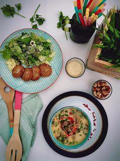Supa de ciuperci cu ardei copt si chiftelute de cartofi cu salata #takeaway #delivery #vegetarian #rawvegan