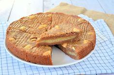 Een Sinterklaas variant op de welbekende boterkoek: de gevulde speculaas boterkoek. Hartstikke simpel en ontzettend lekker, lees hier het recept!