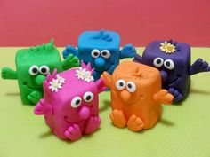 Monsters - Monstrinhos - mini bolo individual - individual mini cake - single mini cake crazybeecupcakes@hotmail.com