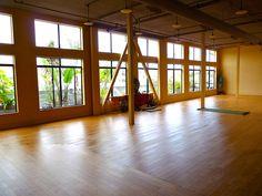 Natural rubber yoga mats.   www.tomuno.com