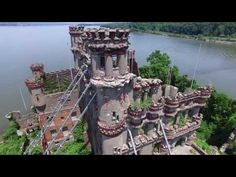 We are huge fans of exploring the abandoned places around New York. The abandoned Bannerman Castle is located upstate, on a super tiny Hudson River Island. Abandoned Castles, Abandoned Houses, Abandoned Places, Abandoned Mansions, Vampire House, Mystery, Hudson River, Hudson Valley, 7 Continents
