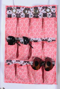 Quality Sewing Tutorials: Hanging Shoe Caddy pattern from Westminster Fabrics via Sewing District Hanging Shoe Storage, Hanging Shoes, Fabric Storage, Bag Storage, Storage Ideas, Free Printable Sewing Patterns, Free Sewing, Fabric Crafts, Sewing Crafts