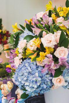 Festa Heróis e Princesas | Macetes de Mãe Floral Wreath, Wreaths, Decor, Baby Boys, Ideas, Princesses, Floral Crown, Decoration, Door Wreaths