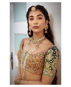Bridal Jewellery Inspiration, Bridal Jewelry Sets, Wedding Jewelry, Asian Bridal Jewellery, Indian Jewelry, Wedding Accessories, Hair Accessories, Housefull 4, Rajputi Jewellery