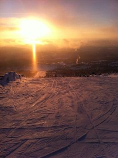 Best moments, on the slopes with the sun setting on you! Norefjell, norway skiing