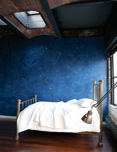 brass bed + navy plaster + stars + white bedding + industrial light thayermanor.wordpress.com