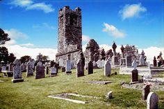 Irish graveyard    http://farewellfuneralplanners.blogspot.ie/2012/03/death-in-ireland.html