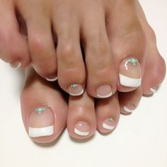 French tip toes Gelish Nails, Pedicure Nails, Mani Pedi, Manicure, Pedicures, Toe Nail Art, Toe Nails, French Tip Toes, Nail Atelier