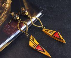 pendante moutarde rouge boucle d oreille bois bijou peinture moderne : Boucles d'oreille par cocoflower