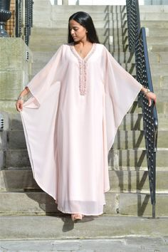 gandoura                                                                                                                                                      Plus African Print Fashion, African Fashion Dresses, African Dress, Kaftan Style, Caftan Dress, Abaya Fashion, Muslim Fashion, Steampunk Fashion, Gothic Fashion