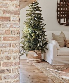 Minimalist Christmas Tree, Christmas Mood, Simple Christmas, All Things Christmas, Minimal Christmas, Natural Christmas, Merry Christmas, Farmhouse Christmas Decor, Holiday Decor
