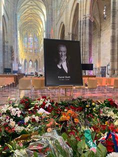 Záplava květin v katedrále sv. Víta Gott Karel, Cathedrals, Palaces, Castles, Idol, Celebrity, Music, People, Art