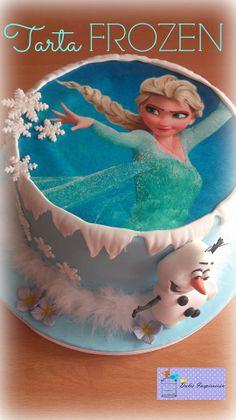 Tarta inspirada en la preciosísima película de Disney, FROZEN. Con un increíble diseño de Elsa en papel de azúcar