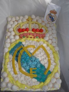 Tarta de chuches del escudo del Real Madrid