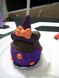 halloween apple Halloween Apples, Halloween Sweets, Halloween Foods, Halloween 2018, Halloween Ideas, Happy Halloween, Halloween Party, Apple Pop, Apple Fruit