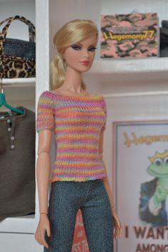 Hand knitted top for Barbie Fashion Royalty FR2 Momoko 27 cm Obitsu size fashion dolls
