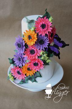Love the Gerbera daisies. From The Fondant Flinger.
