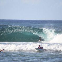 A pocas semanas del #wsl en #snapperrocks. La cosa se pone un poco...mmm... no se necesitan palabras para explicarlo. #greenmount #coolangatta #qld #goldcoast #goodtoepic #visitgoldcoast #greenylove #surfing #australia #superbank #waveporn by sebjordang