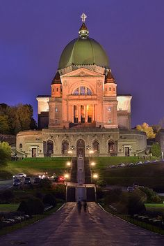 Saint Joseph's Oratory of Mount Royal, is a Roman Catholic minor basilica and national shrine on Westmount Summit in Montreal, Quebec. It is Canada's largest church. Quebec Montreal, Montreal Ville, Quebec City, Montreal Travel, St Joseph, Places Around The World, The Places Youll Go, Places To Visit, Around The Worlds