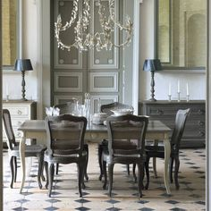 Looking for new Traditional Dining Room Ideas ? Find image gallery of Dining Rooms from top designers to get inspired today. Country Dining Rooms, Interior, Apartment Design, Dining Room Design, Dining Room Decor Traditional, Elegant Dining Room, French Country Dining Room, Dining Room Furniture, Grey Dining Room
