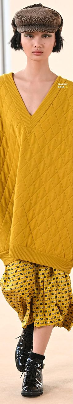 Max Mara Fall 2021 RTW Gold Fashion, Max Mara, Couture Fashion, Fall Winter, Men Sweater, Feminine, Glamour, Elegant, Yellow