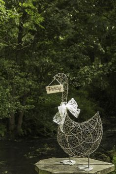 Chicken wire goose, let him guide your guests to the fun!