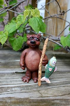 Brutus ours Sculpture en argile polymère Sculpture, Oeuvre D'art, Father, Christmas Ornaments, Holiday Decor, Etsy, Clay, Bears, Flower