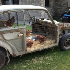 Chicken coop so AWESOME!!!!!! Somehow this makes me feel as if I'm constantly missing opportunities to be resourceful.