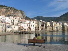 Palermo, na Sicília.  Porque um dia eu ainda irei me sentar sobre esse banco e apreciar as águas dessa ilha magnífica :D