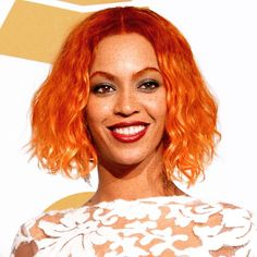 Viele Stars tragen das Haar jetzt rot. Was steckt hinter den Bildern?