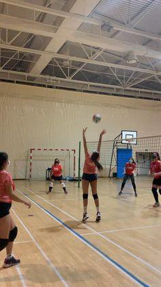 Volleyball Hitter, Volleyball Gifs, Volleyball Skills, Volleyball Photos, Volleyball Practice, Volleyball Training, Coaching Volleyball, Volleyball Players, Beach Volleyball