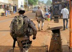 Soldados de la Brigada de la Legión patrullando en Mali - Spain